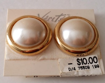 Beautiful Vintage Gold Tone Faux Mabe Pearl Clip On Earrings. New! Old Stock.