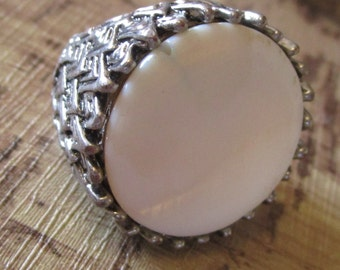 vintage chunky costume ring silvertone large flat stone centre size Q good condition