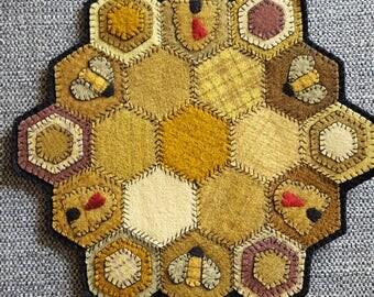 Bizzy Bee Handmade Mini Wool Mat