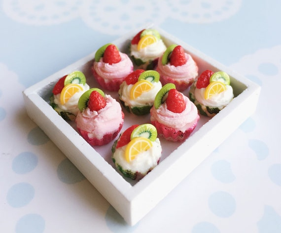 10 pcs.Mix Miniature fruit Cupcake,Miniature Strawberry cake,Miniature cupcakes,miniature sweet,miniature bakery,Dolls house,Dollhouse food