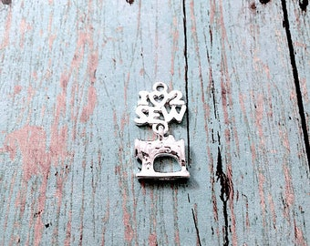 5 'I love to sew' charms silver tone - sewing machine charms, seamstress charms, consumer science charms, sewing machine pendants, BX254