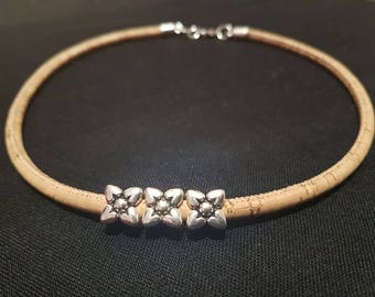Cork necklace with silver flowers