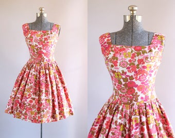 Vintage 1950s Dress / 50s Sun Dress / Pink Red and Green Floral Dress w/ Semi Drop Waist S