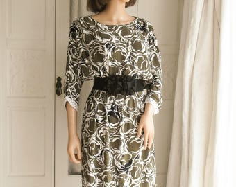 Size Large Vintage 80s taupe, black and white dress Grunge dress Midi dress Boho dress Tea dress Abstract floral dress Batwing sleeves