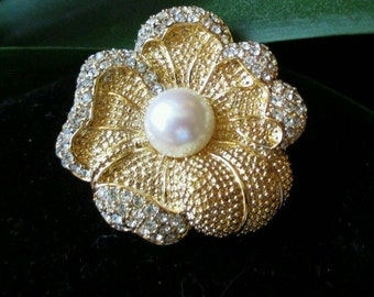 Vintage Brooch Pin Flower Monet designer rhinestone Crystal sparkly pearl Fashion Stunning mint  fashion gold tone International seller rare