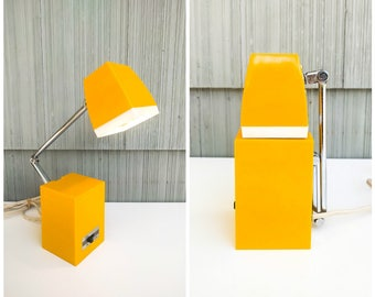 HAMILTON INDUSTRIES MOD yellow-and-white, erector neck task lamp