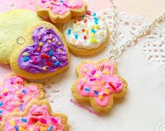 Handmade cookie necklace Pink cookie jewelry Kawaii necklace Kawaii jewelry Sugar cookie necklace Dessert necklace Food jewelry Cute gift