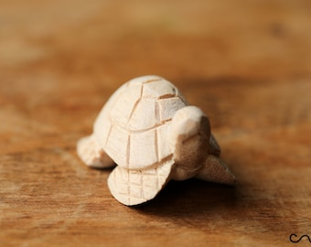 Handmade Hand-Carved Natural Small Wooden Turtle Animal Crafts Home Decor Stocking Filler