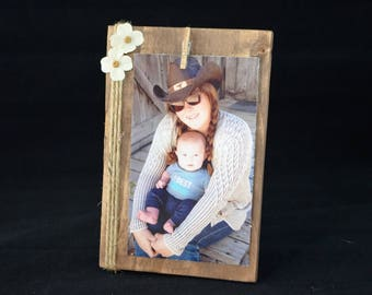 Rustic 6x4 Wood Frame, Western Frame with clothespin, Ready to ship, 9.00