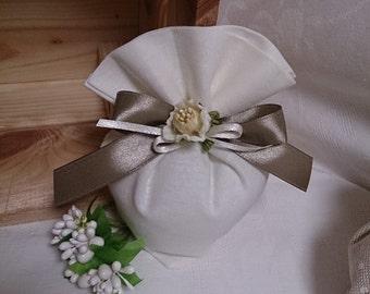 Set of 20 linen-Heart wedding favors
