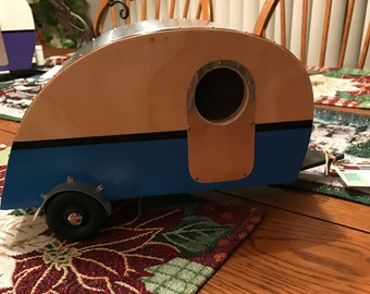 Teardrop vintage birdhouse trailer