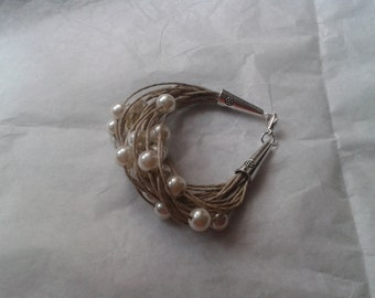 Lin and ivory Pearly beads Wire Bracelet