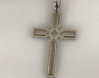 14K Gold Beautiful Detail Cross