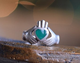 Green Stone Heart Irish Claddagh Wedding Ring, 925 Silver, US Size 5.75, Vintage Jewelry