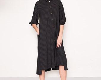 Folded back midi shirt dress. Minimalist dress. Midi shirt dress. Minimalist black dress. Oversized shirt dress. Oversized dress