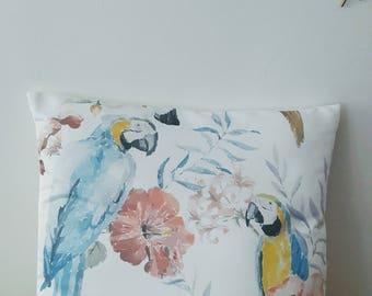 Housse de coussin Boho Peroquets | Jungle tropicale | En satin blanc| NEW home decor 2017 |  Décoration d'intérieur | Salon | Design Oiseaux