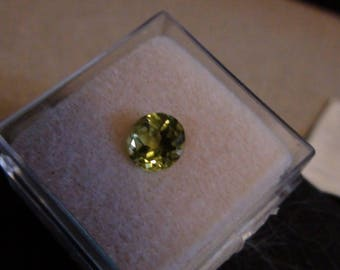 1.26 ct peridot 7mm round facet