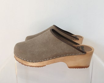 Vintage Olsson Grey Suede Clogs Size 38/7