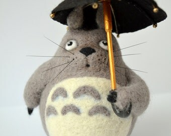 Sweet needle Felted Totoro, Interior Sculpture Totoro with umbrella, Felt Tonari no Totoro, Gift for lovers Totoro, wool figurine animated