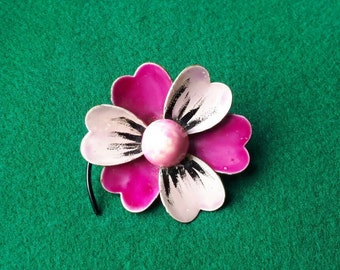 1960s Enamel Flower Brooch