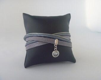 Leather wrap bracelet of grey snake leather en blue en grey cordleather