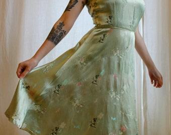 1950s pistachio satin Chinese-inspired dress    50s lantern bamboo flower pale green dress
