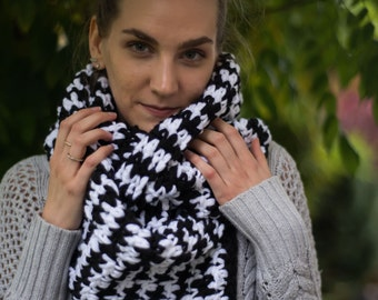 Chunky Crochet Black and White Houndstooth  Scarf
