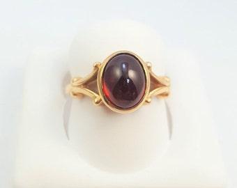 Fancy Vintage 14K Oval Cabochon Garnet Ring