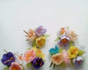 """Spring flowers brooch, three crocuses brooch, silk flower """"Crocuses""""."""