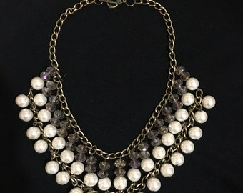 Necklace with stones and pearls of glass