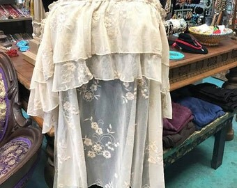 Embroidered Vintage Style Lace Mesh Top (Off-the-shoulder)