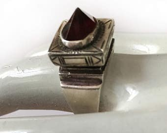 Charming East ring, 925 solid silver and a large Garnet