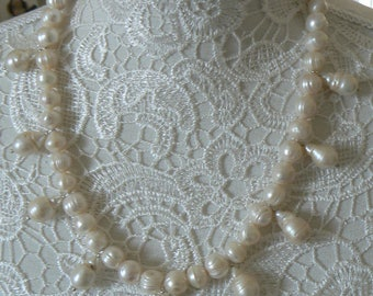 "Necklace of freshwater pearls and beads ""Keshi"""