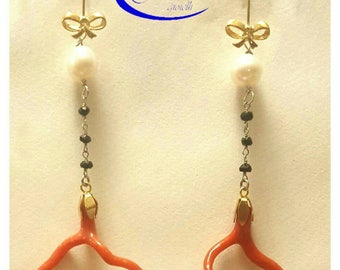 Handmade earring in sterling silver with freshwater pearls, red coral and Onyx