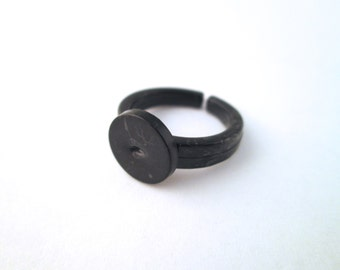 Children's Black Plastic Ring base with a 9mm glue pad size 3, A386