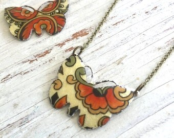 Vintage enamel butterfly pendant necklace,boho necklace,festival necklace,summer necklace. Tiedupmemories