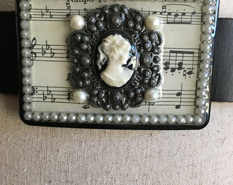 Cameo Handmade Belt Buckle Pearls