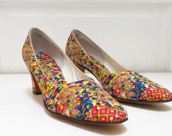Vintage 60s John Jerro Colorful Floral Heels Pumps 6 AAA Narrow