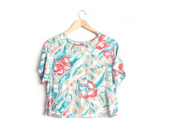 Size M // CROPPED HAWAIIAN TOP // Tan - Floral Print - Hibiscus Flowers - Short Sleeve - Chest Pocket - Rayon - Vintage '80s.