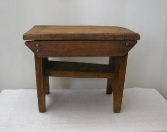 Vintage Barn Primitive Cricket Bench Stool