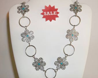 Silver And Turquoise Colored Vintage Necklace Costume Jewelry Flower wvluckygirl