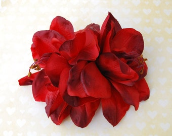 Amazing big double amaryllis hair flower in deep red very detailed pin up rockabilly wedding bride hairpiece fascinator 50s