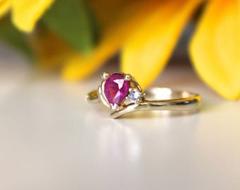 Tiny little Vintage ruby ring, pear shaped ruby, vintage gold ring