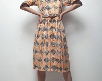 op art print dress 70s does 50s shirtwaist brown orange polka dot diamond pleated MEDIUM M
