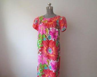 Vintage '60s Alice Polynesian Fashions Perma-Press Split Sleeve, Pockets, and Hidden Train Detail Maxi Hawaiian Dress, Large / XL