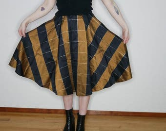 Vtg 50s bronze and black plaid print full circle skirt size XS
