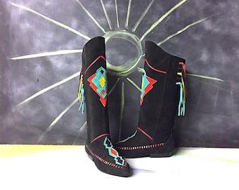 Vintage Suede Boho Boots - 1980s Tribal Moccasin Boots - Rasta 8os Applique Fringe - Southwestern Funky Fun - Size 7.5 Euro 38 1/2 UK 5 1/2
