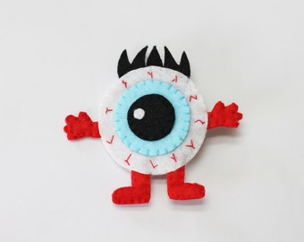 Brooch Monster of an eye with eyelashes Felt