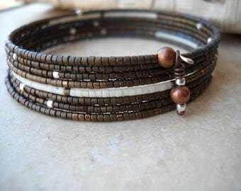 Beaded memory wire bracelet: Love Turns to Rust | Copper seed beads | Matte cream seed beads | Seed bead bracelet | Size 11 seed beads