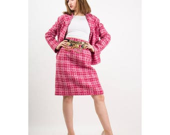 Vintage pink tweed suit / 1960s 2 piece classic wool skirted suit / Chanel inspired M